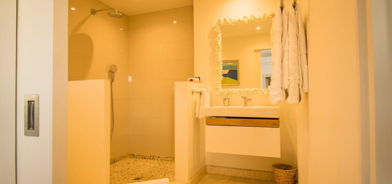 The Liming Luxury Beachfront Cottage 2 Bed