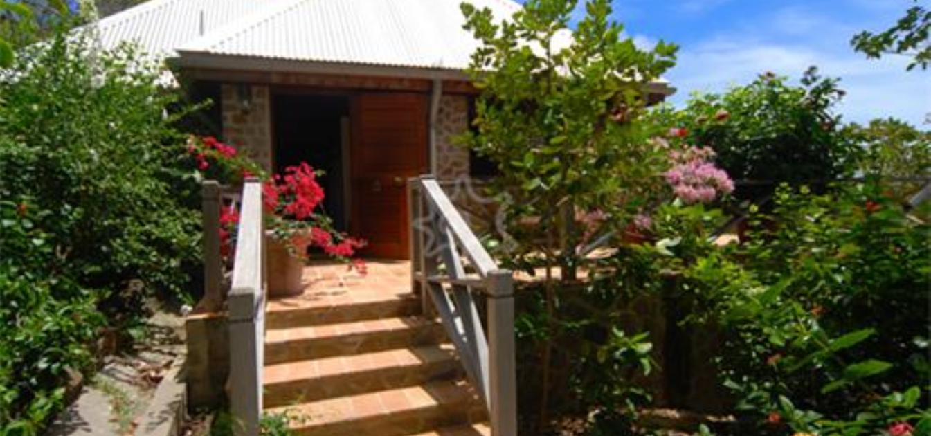 vacation-rentals/st-vincent-and-the-grenadines/bequia/hope-bay/sweet-wind-house