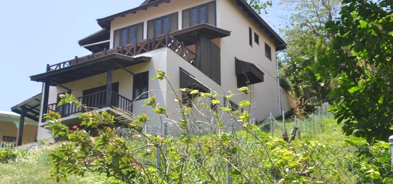 vacation-rentals/st-vincent-and-the-grenadines/st-vincent/brighton/artist-ocean-reflection-garden-studio-apartment