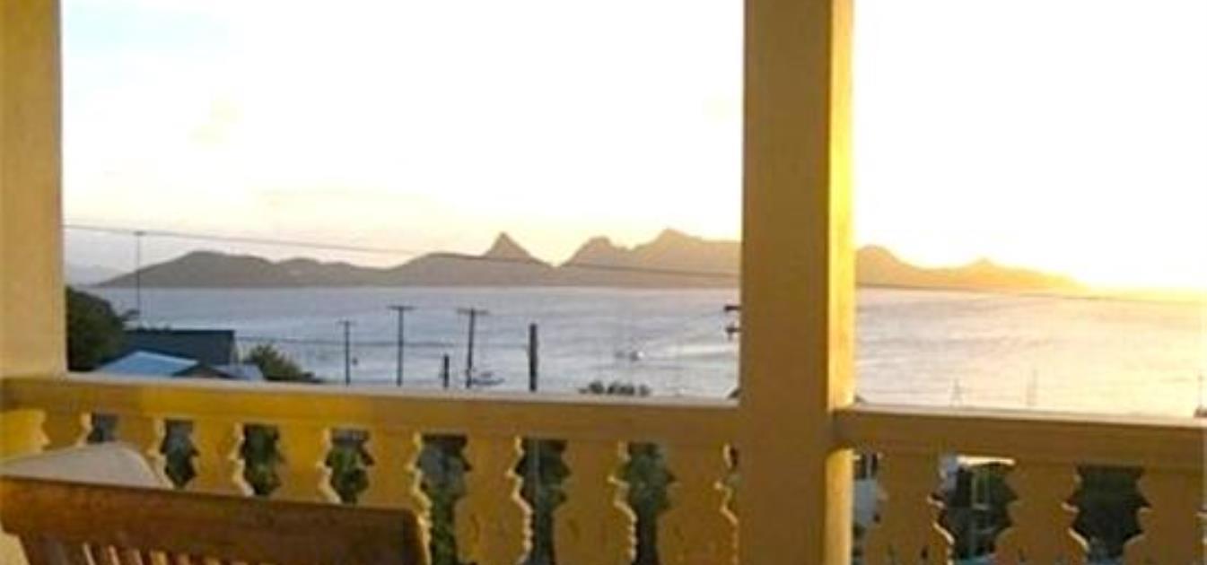 vacation-rentals/st-vincent-and-the-grenadines/mayreau/mayreau/dennis'-hideaway