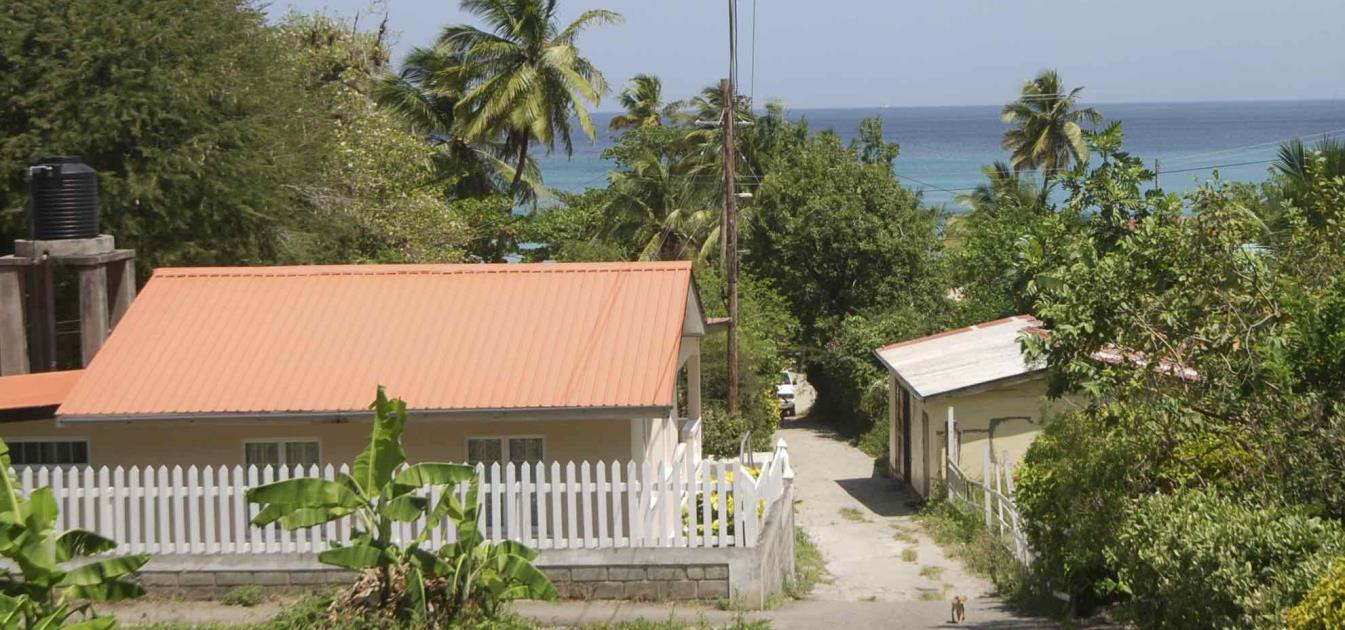 vacation-rentals/st-vincent-and-the-grenadines/bequia/lower-bay/sunshine-cottage