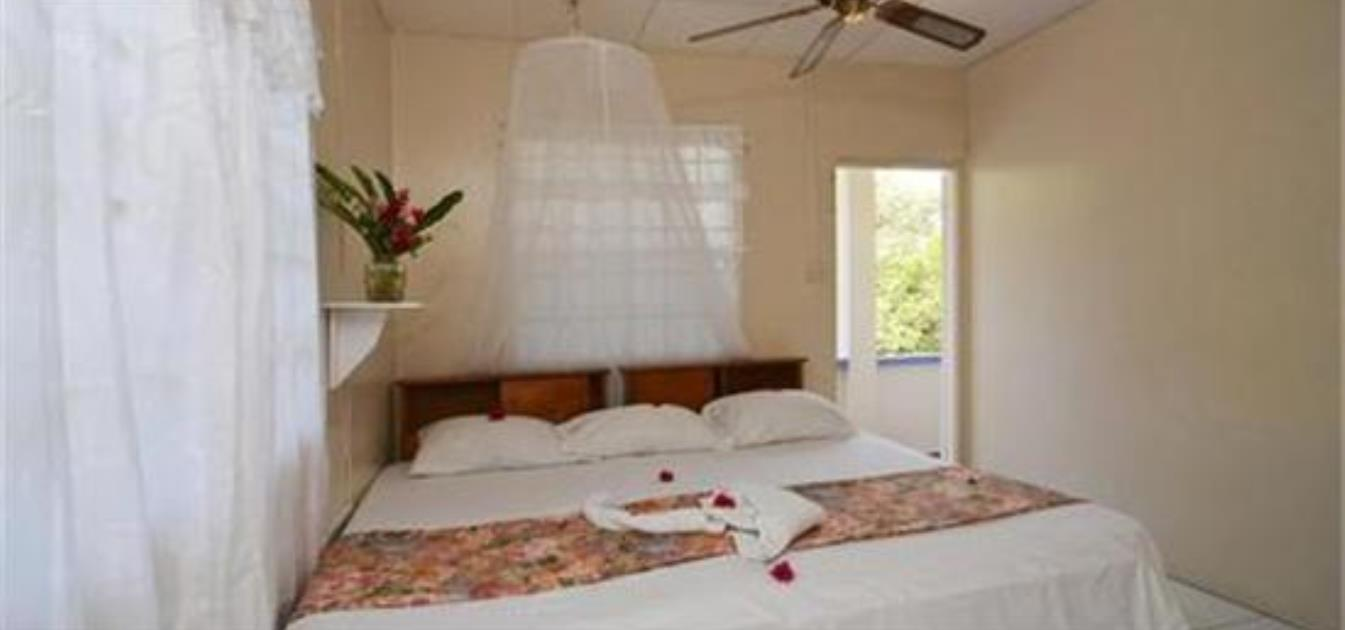 vacation-rentals/st-vincent-and-the-grenadines/bequia/lower-bay/keegan's-studio-beach-comber