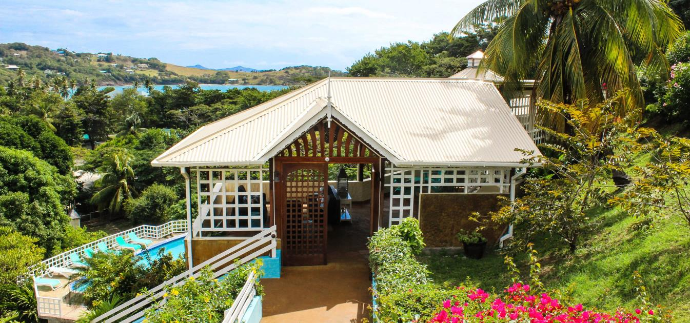 vacation-rentals/st-vincent-and-the-grenadines/bequia/friendship-bay/sugarapple-inn-pool-view