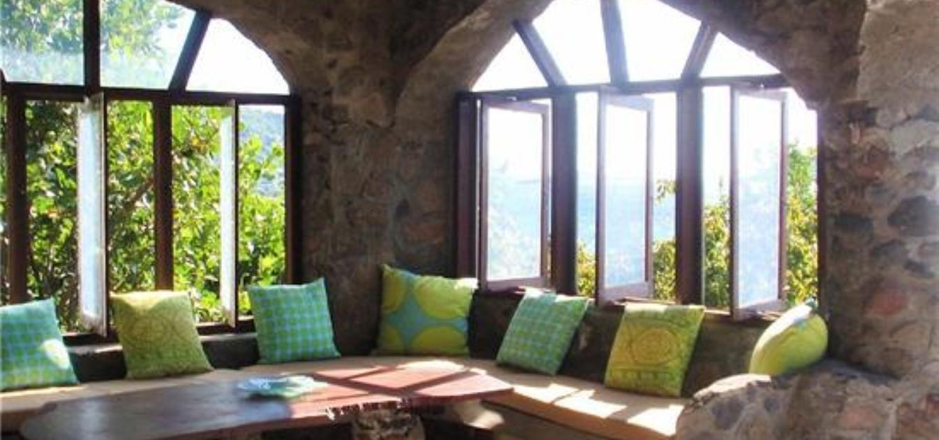 vacation-rentals/st-vincent-and-the-grenadines/bequia/moonhole/moonhole-generation-gap-beach-villa
