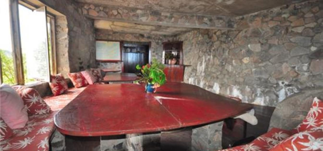 vacation-rentals/st-vincent-and-the-grenadines/bequia/moonhole/moonhole-khow-ga-peh
