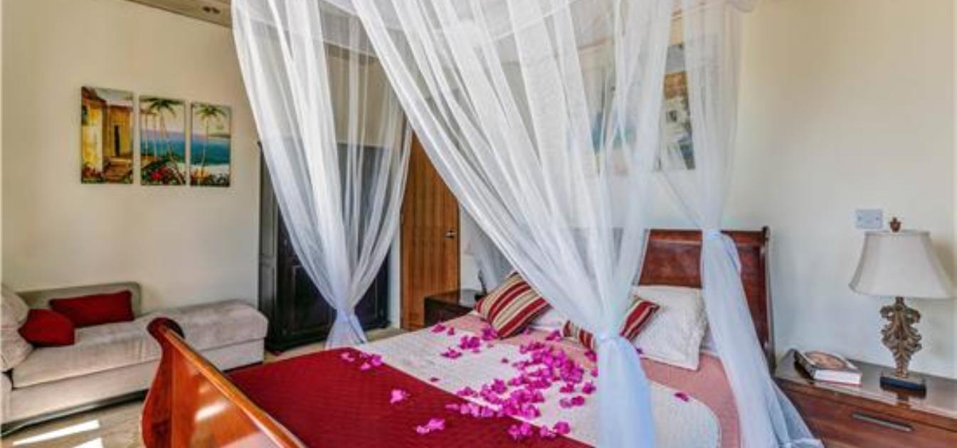 vacation-rentals/st-vincent-and-the-grenadines/bequia/spring/sadewa-villa-for-14-guests-bequia