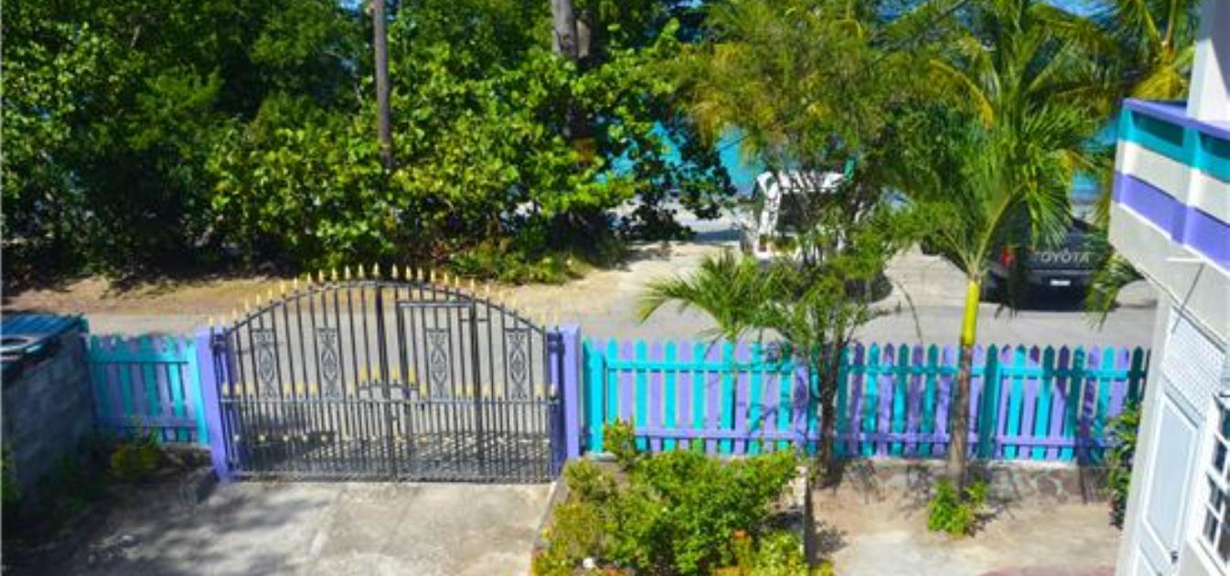 vacation-rentals/st-vincent-and-the-grenadines/bequia/lower-bay/keegan's-studio-coral-beach