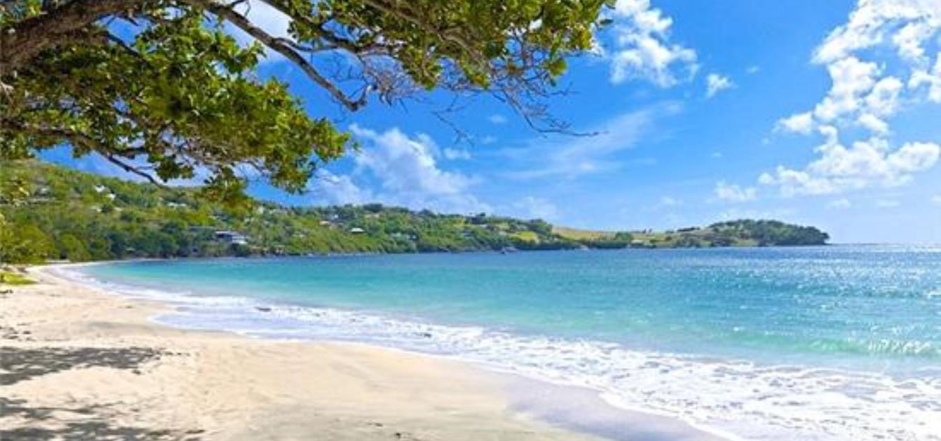 vacation-rentals/st-vincent-and-the-grenadines/bequia/friendship-bay/bequia-beach-hotel-penthouse-suite