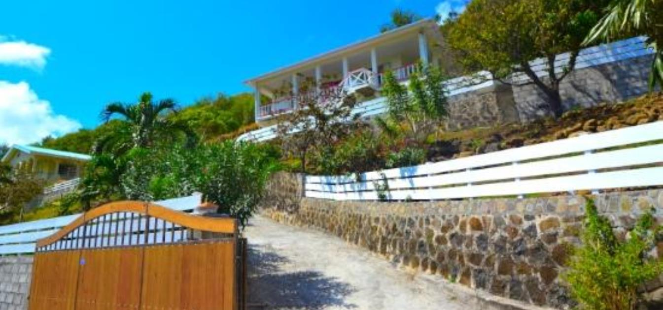 vacation-rentals/st-vincent-and-the-grenadines/bequia/friendship-bay/moondance-hideaway